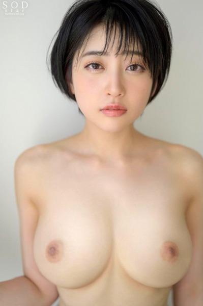 夏目響・ショートカット・巨乳