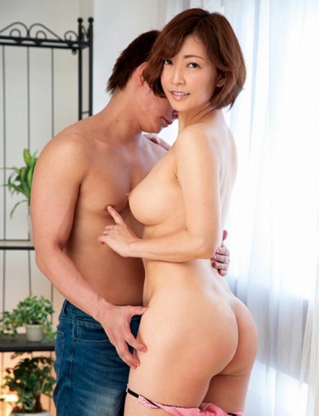 瞳リョウ・40代女優・美尻