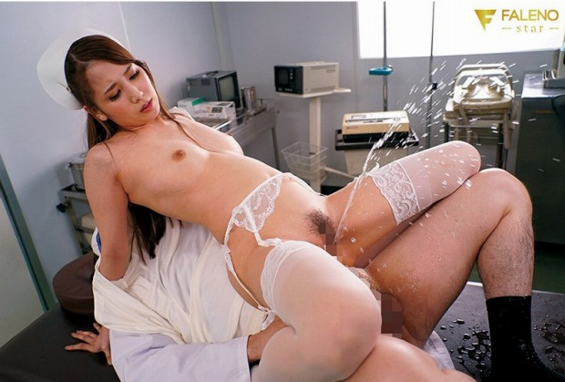 「お漏らし看護婦長はGokkun痴女 友田彩也香」レビュー