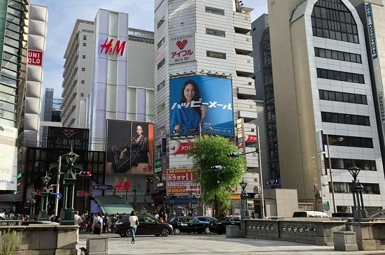 ハッピーメールの街頭広告