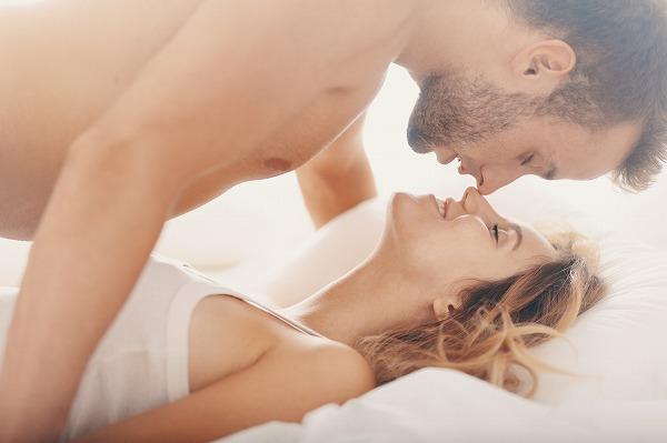 セックスする男女