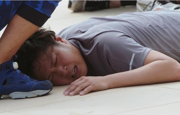 倒れる杉田陽平